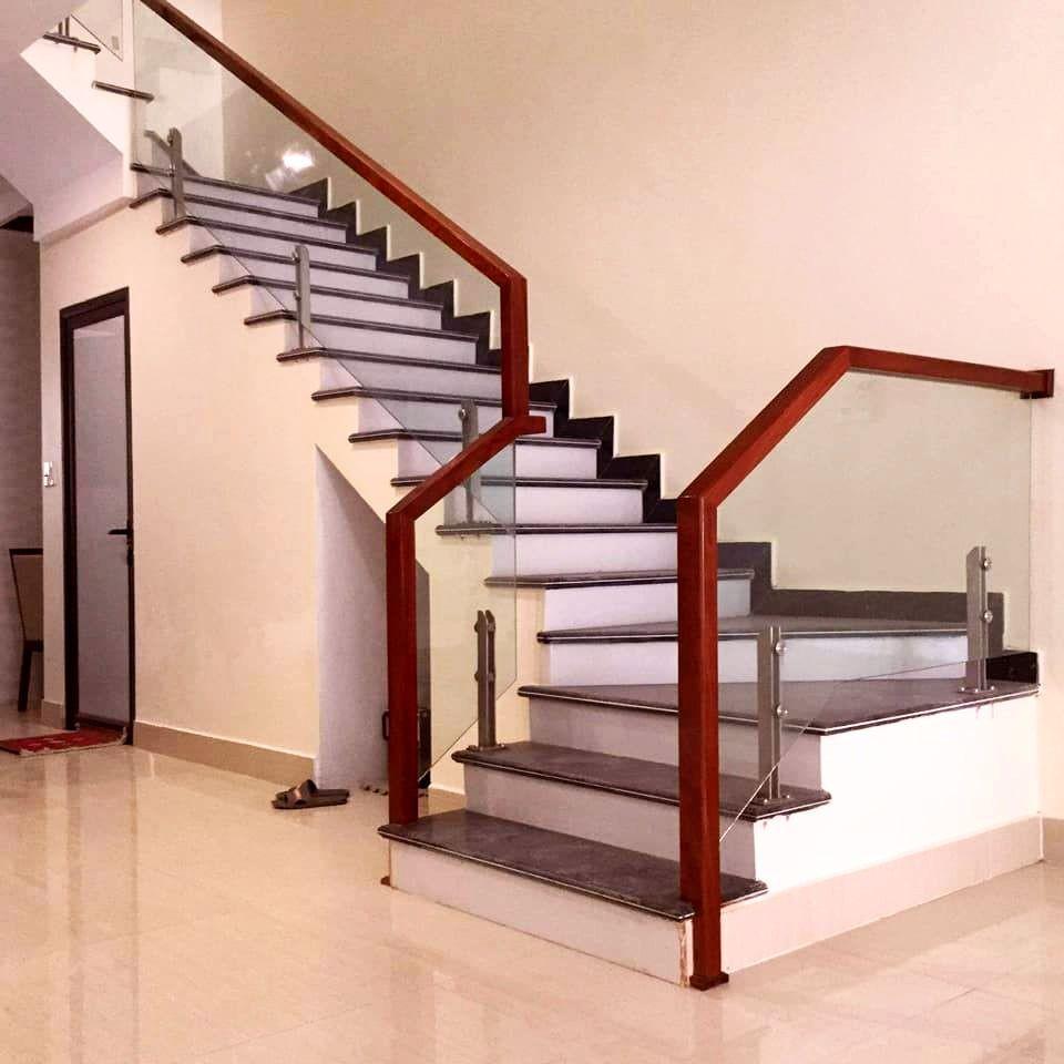 Công ty cung cấp cầu thang kính gỗ gõ tại TPHCM 02