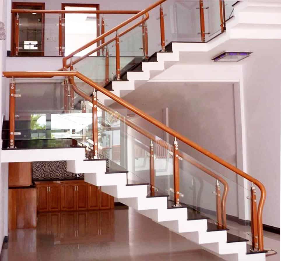 Công ty cung cấp cầu thang kính gỗ gõ tại TPHCM 03